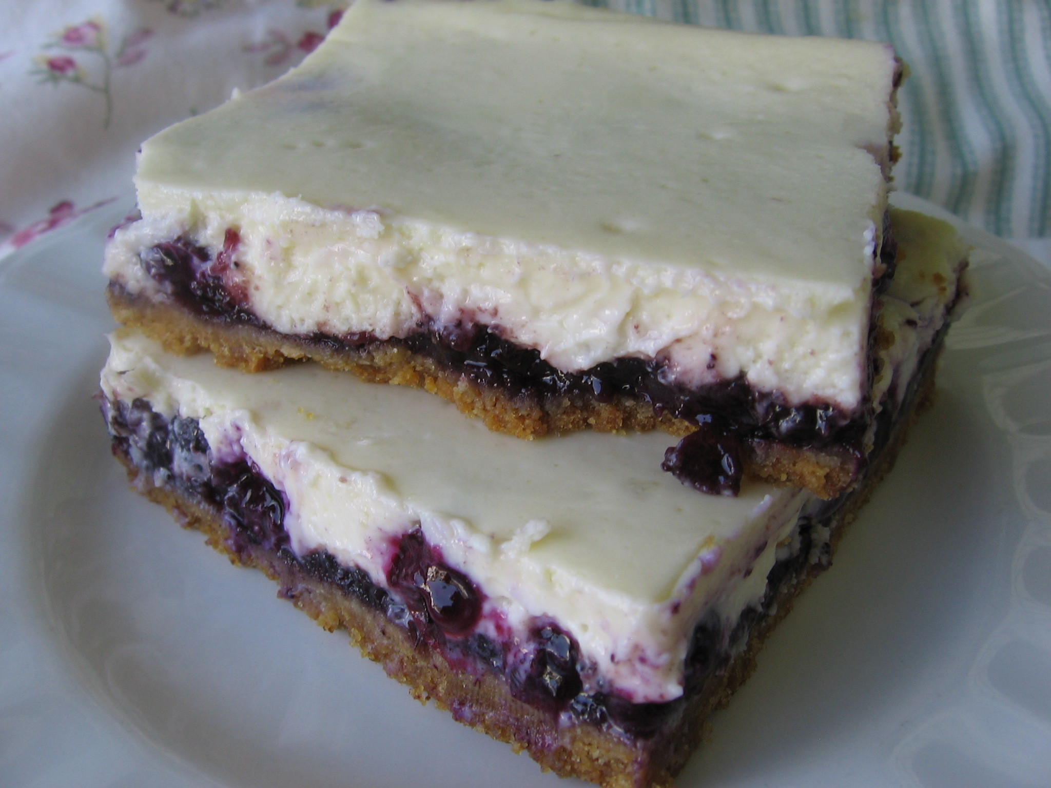 Blueberry Desserts Easy  Easy Blueberry Cheesecake Bars
