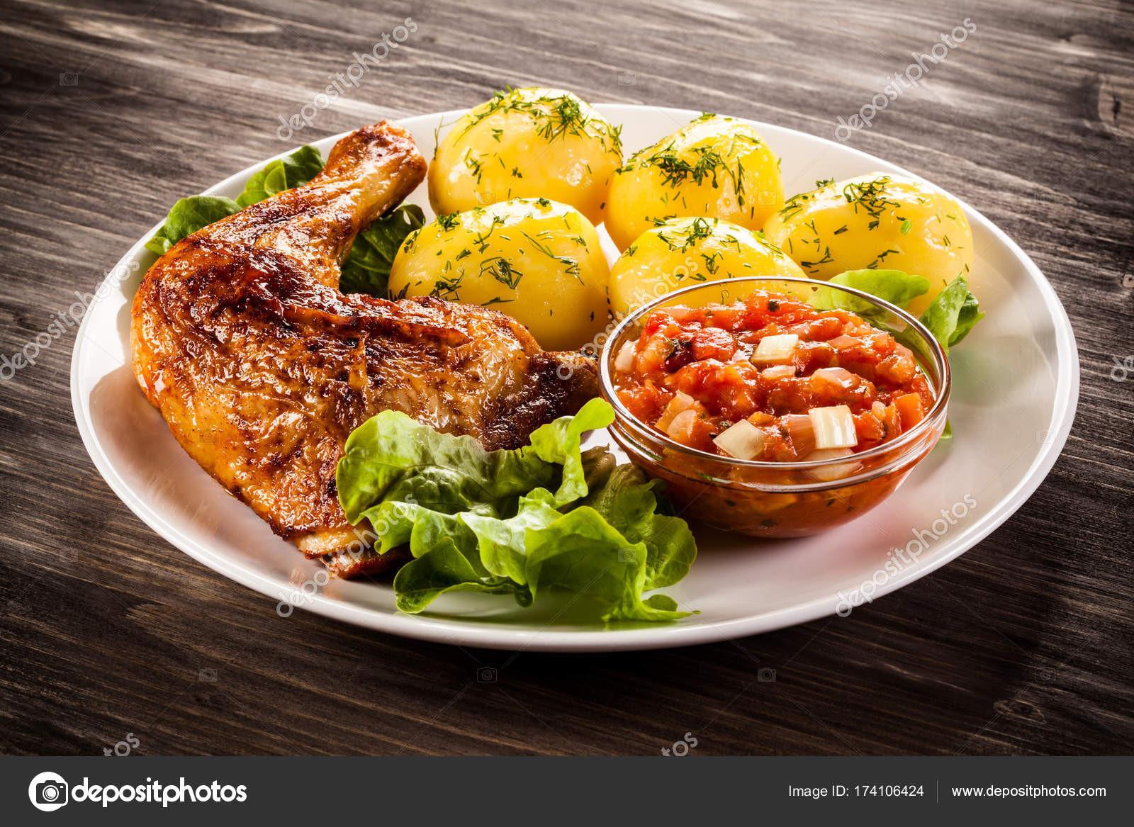Boiling Chicken Thighs  Смажений курячі ноги з вареної картоплі та овочів