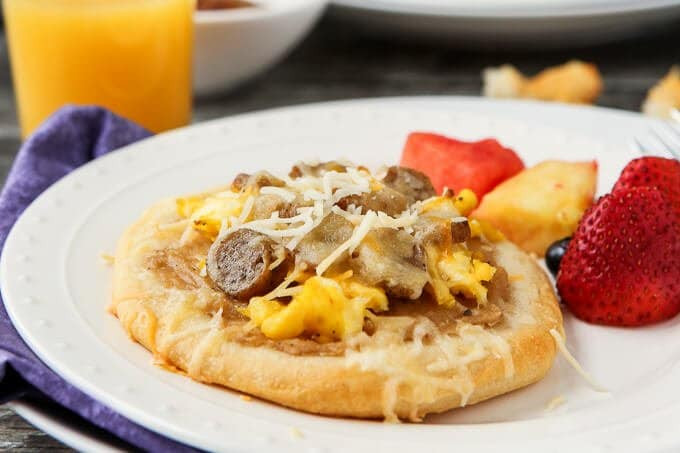 Breakfast Pizza With Gravy  Easy Sausage Gravy Breakfast Pizza Recipe Everyone Will Love