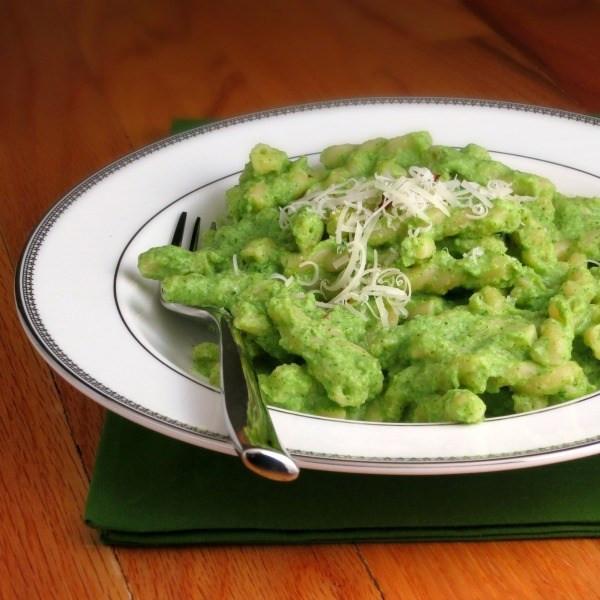 Broccoli Pesto Pasta  Broccoli Pea Pesto Pasta WeekdaySupper Alida s Kitchen
