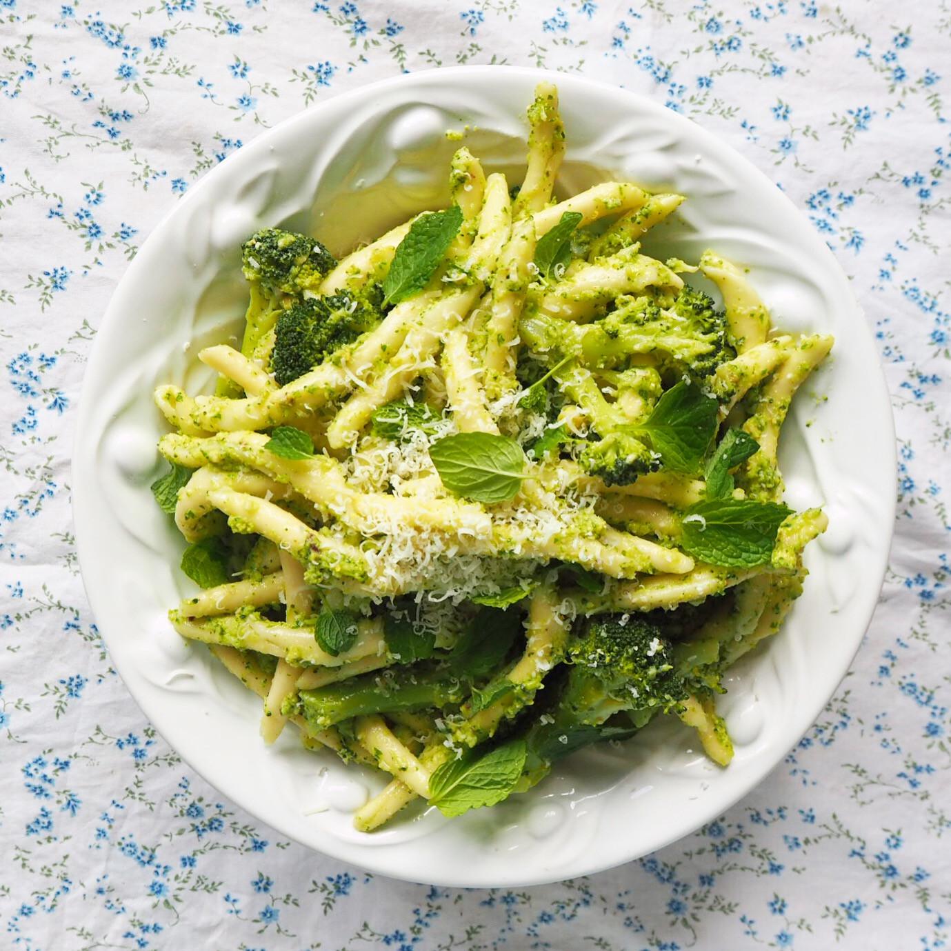 Broccoli Pesto Pasta  pasta with broccoli pesto