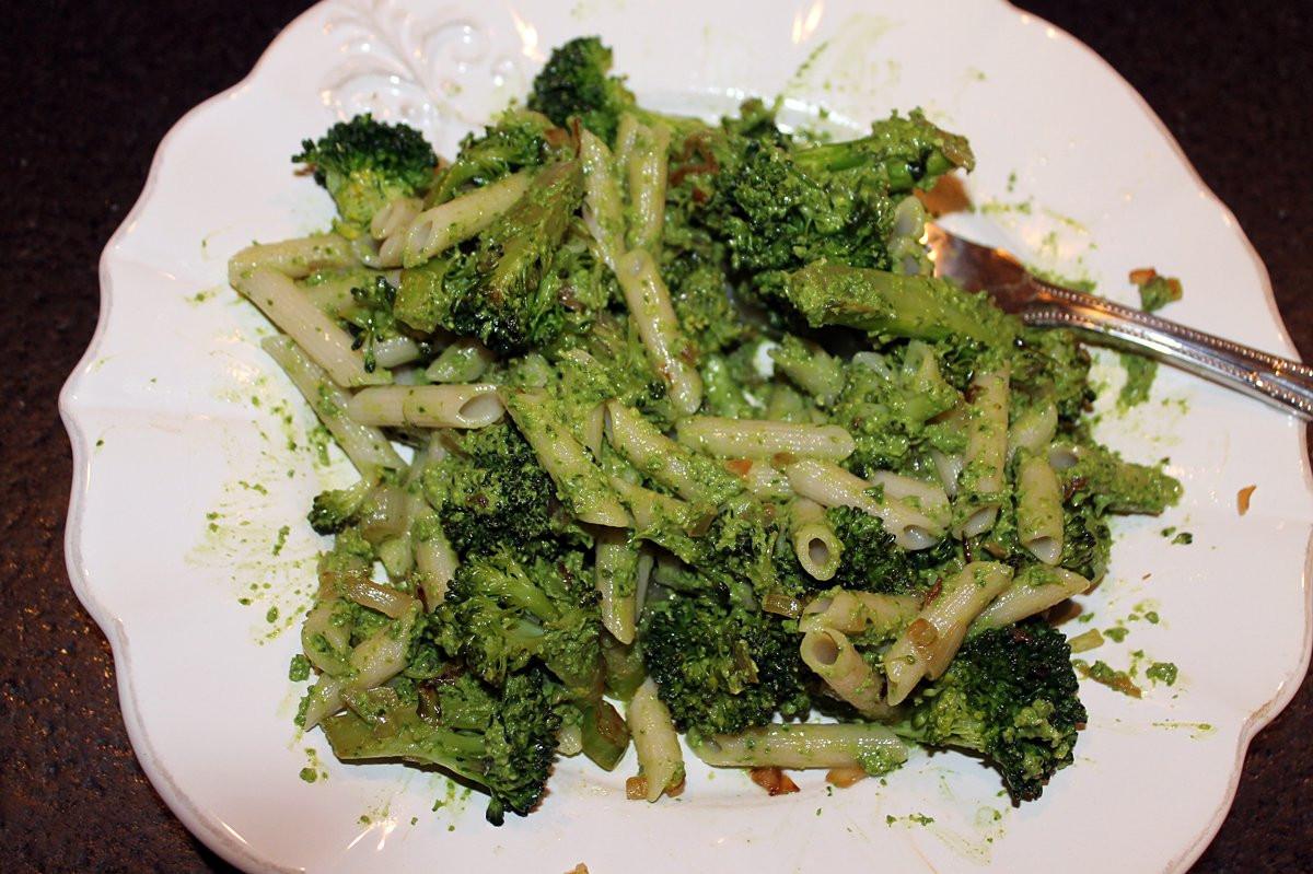 Broccoli Pesto Pasta  broccoli pesto pasta
