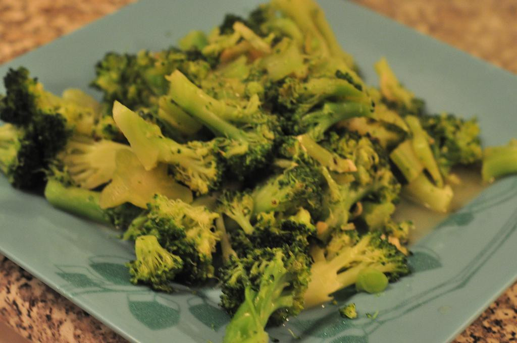 Broccoli With Garlic Sauce  Broccoli with Garlic White Sauce
