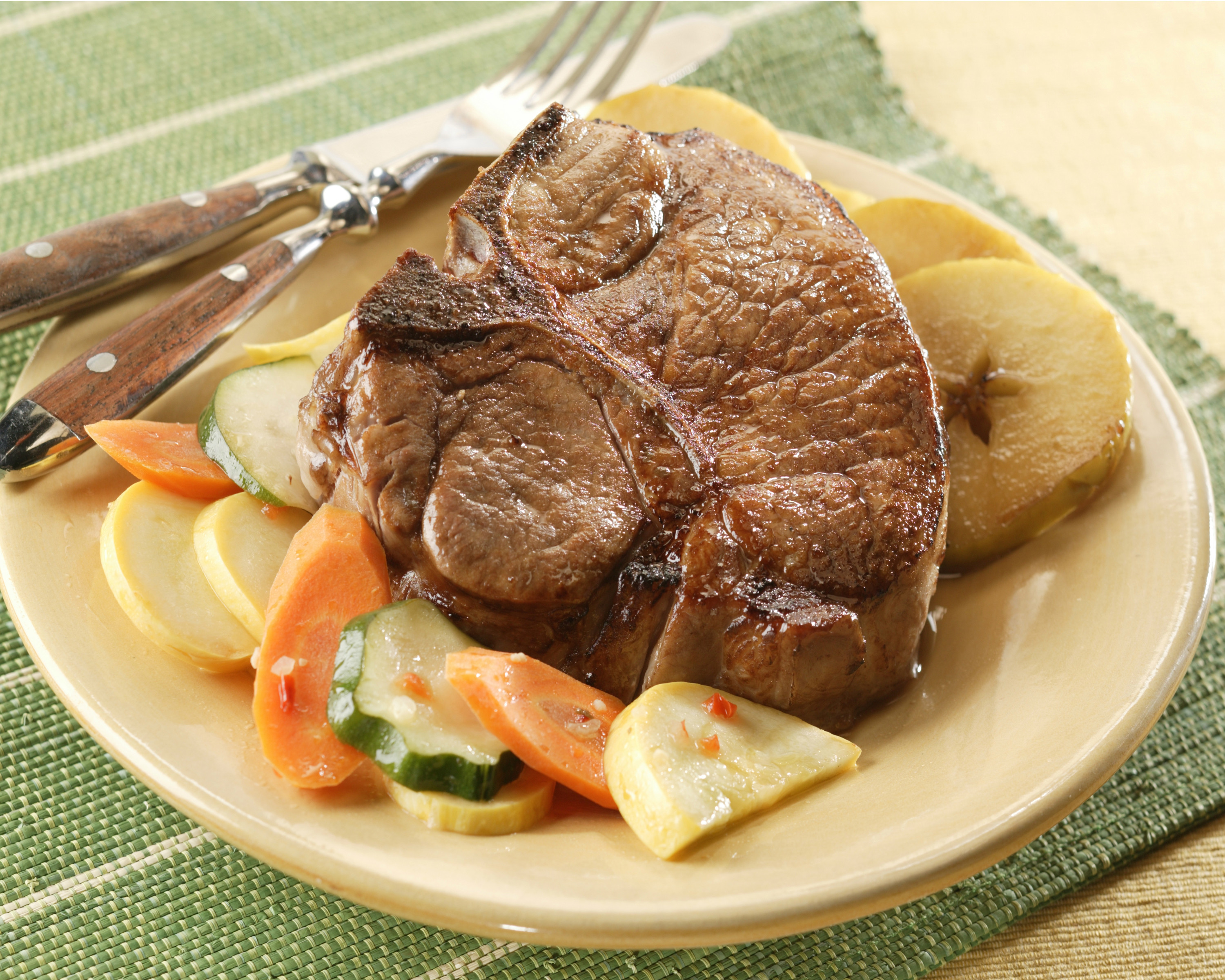 Broil Pork Chops  Broiled Pork Chops with Ve able Medley and Cinnamon