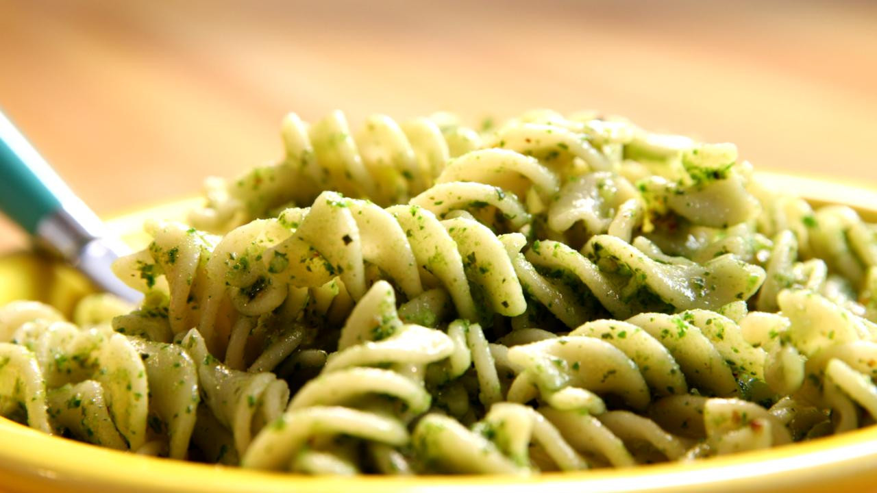 Brown Rice Pasta  Kale Pesto with Brown Rice Pasta Video Be Well With