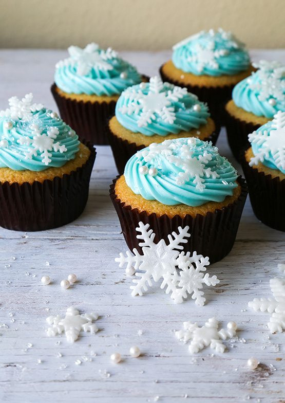 Can You Freeze Cupcakes  Disney s Frozen Snowflake Cupcakes The Chic Site