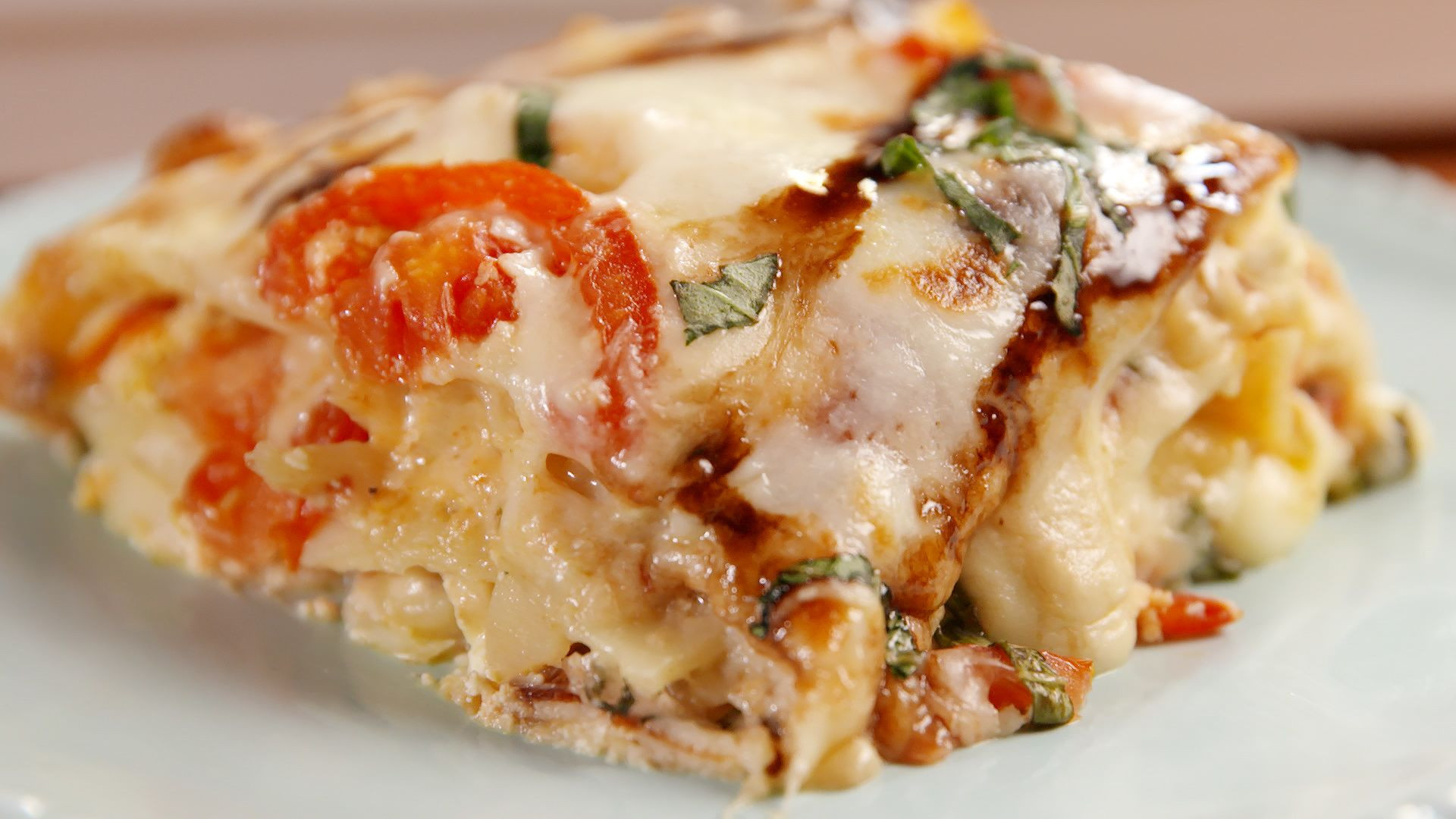 Caprese Chicken Lasagna  This Caprese Chicken Lasagna is Such a Game Changer [Video]