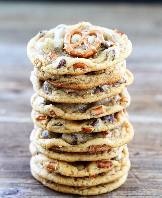 Caramel Chocolate Chip Cookies  Salted Caramel Pretzel Chocolate Chip Cookies