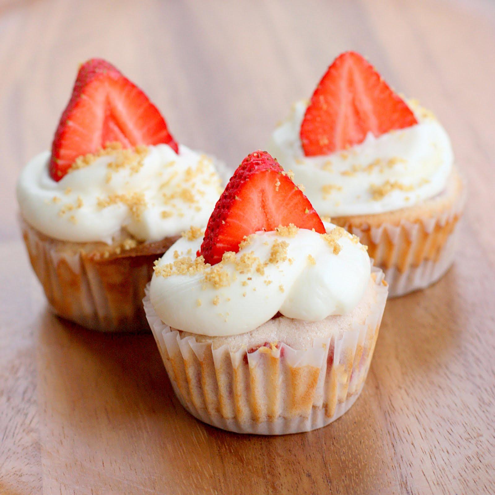 Cheesecake Cupcake Recipe  Strawberry Cheesecake Cupcakes