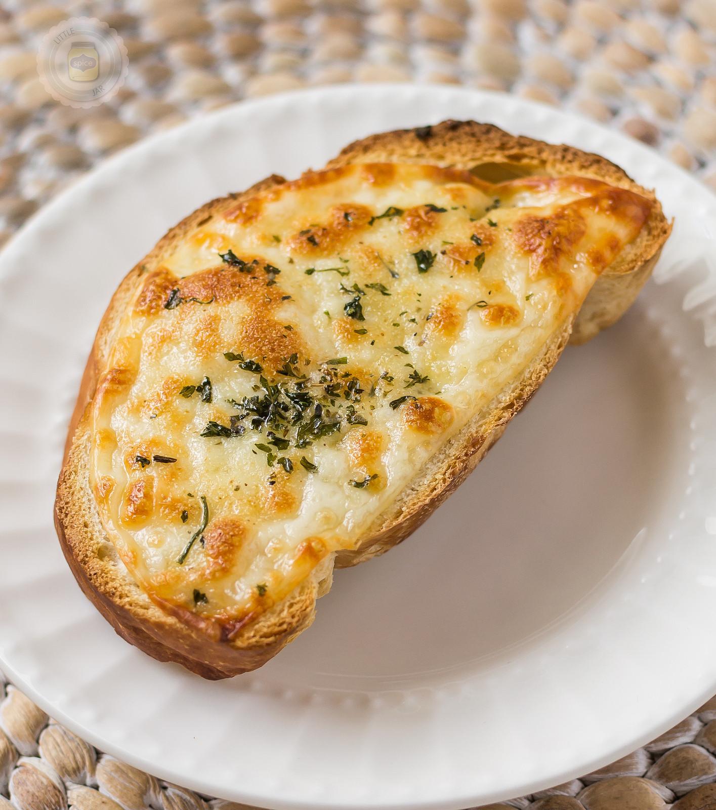 Cheesy Garlic Bread  EASY CHEESY GARLIC BREAD