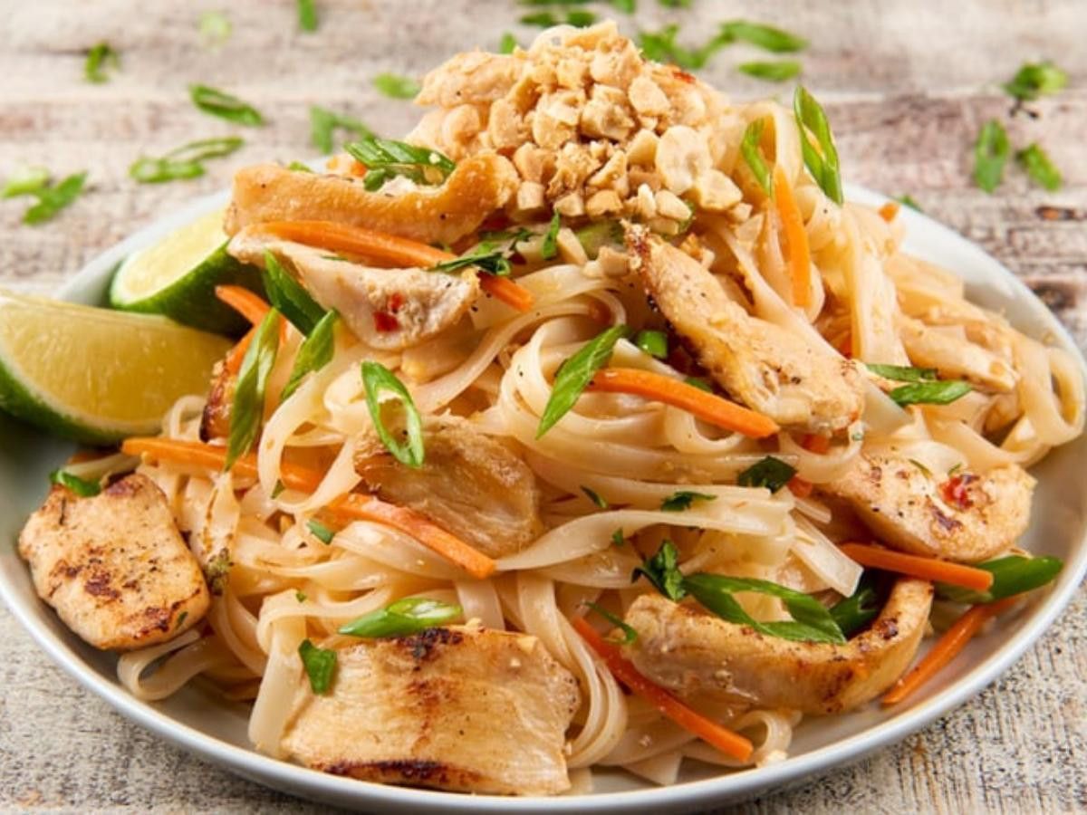 Chicken Pad Thai Calories  how many calories is chicken pad thai