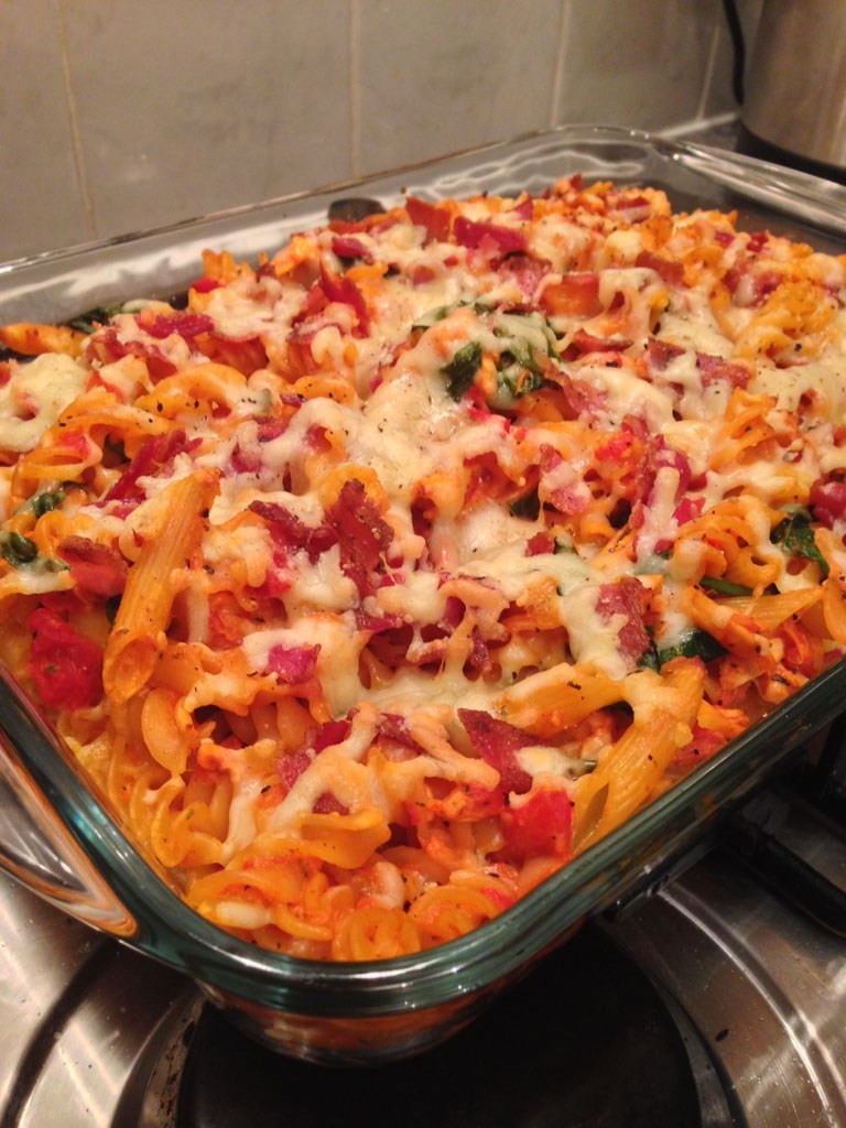 Chicken Tomato Pasta  Chicken and bacon pasta bake with creamy tomato sauce