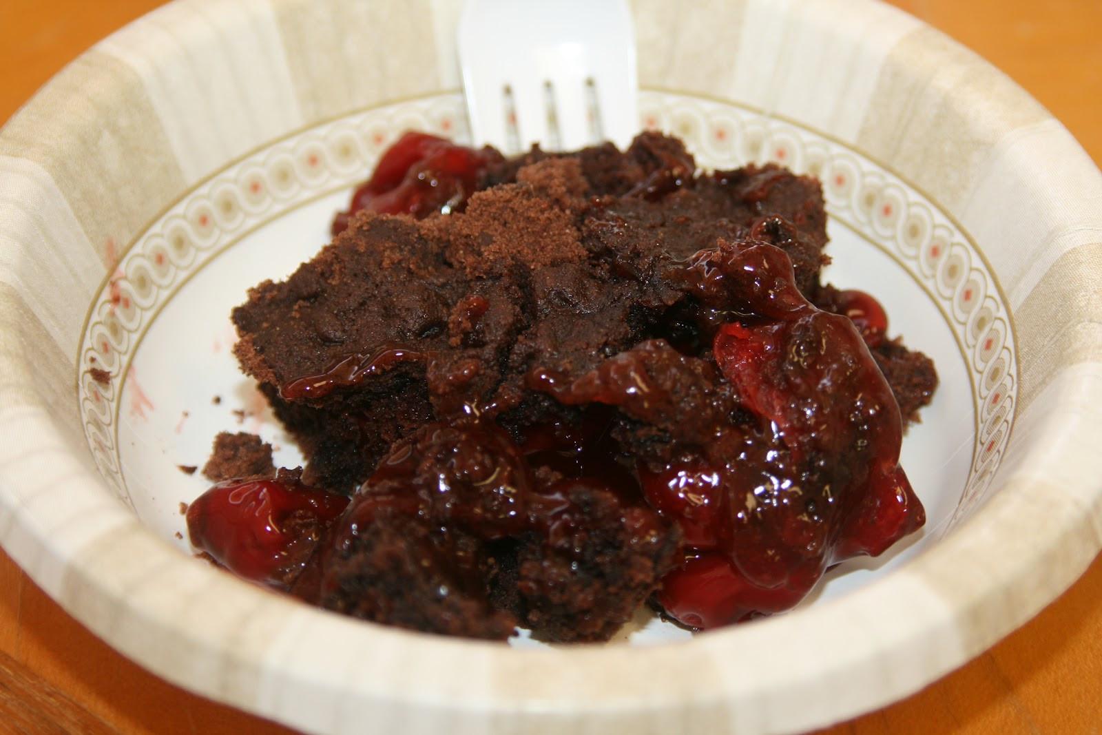 Chocolate Cherry Dump Cake  CHOCOLATE CHERRY DUMP CAKE Durmes Gumuna