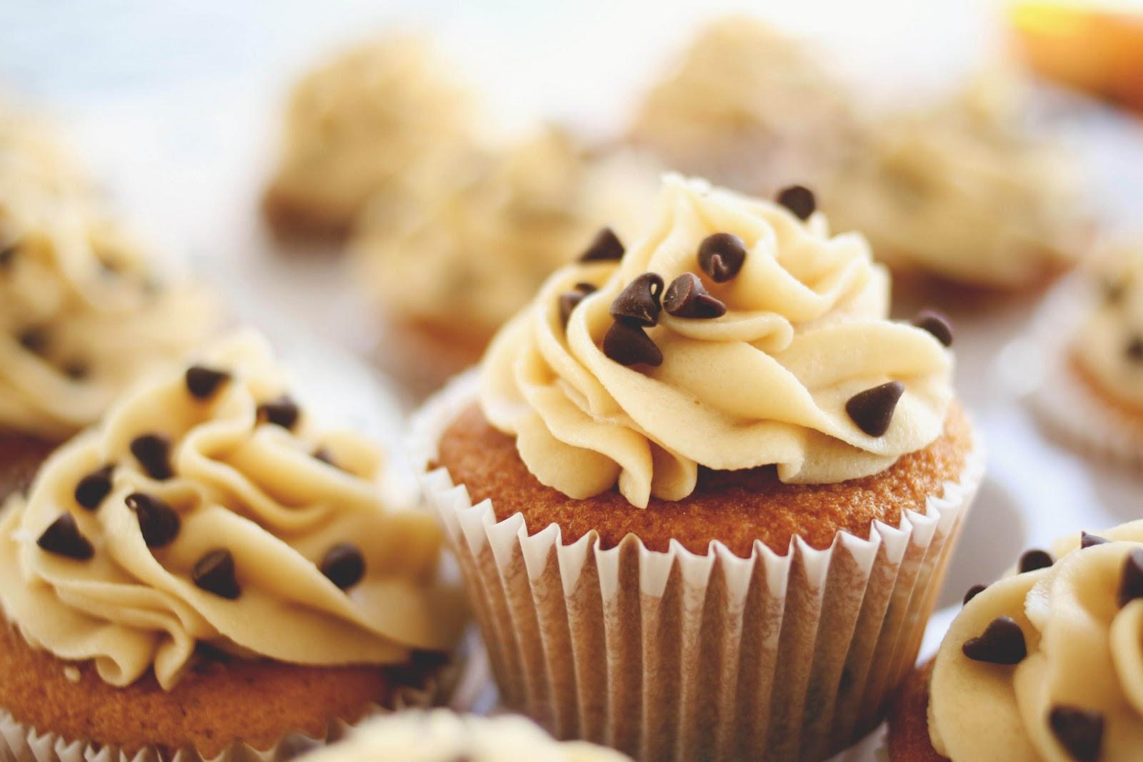 Chocolate Chip Cupcakes  Une deux senses Chocolate Chip Cookie Cupcakes