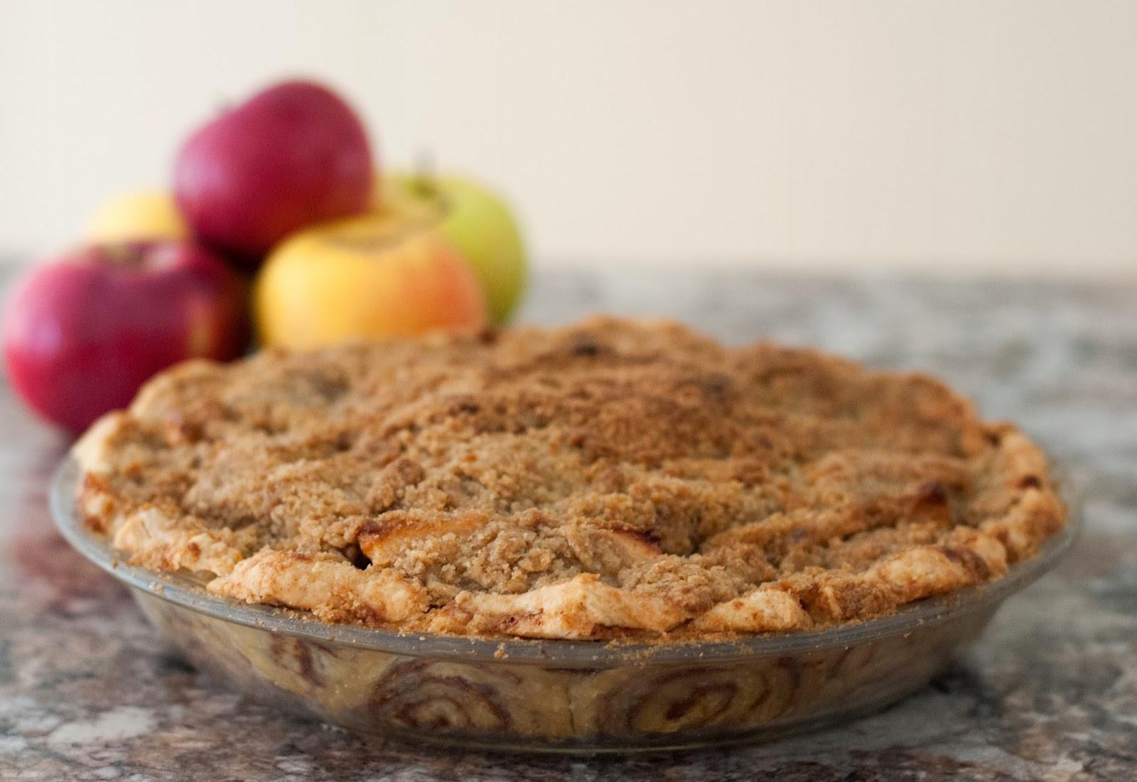 Cinnamon Apple Pie  Ali à la mode Cinnamon Roll Dutch Apple Pie