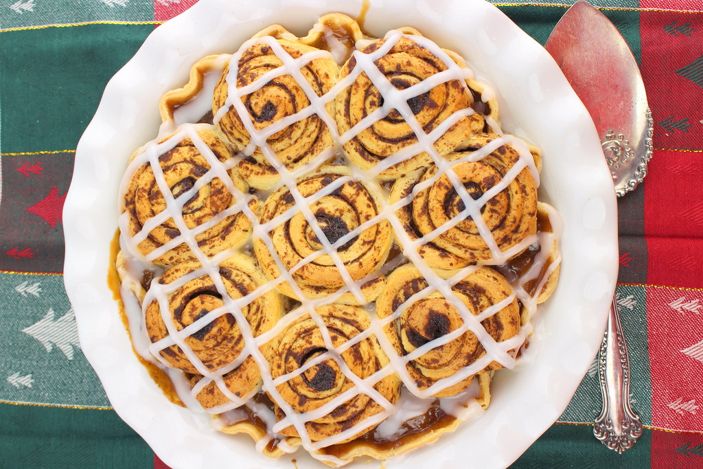 Cinnamon Roll Apple Pie  Cinnamon Roll Apple Pie