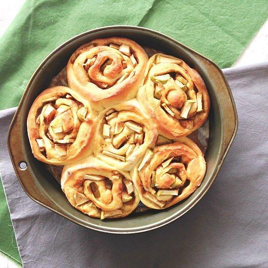 Cinnamon Roll Apple Pie Recipe  Apple Pie Cinnamon Rolls • Unicorns in the kitchen