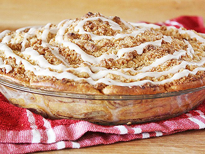 Cinnamon Roll Apple Pie  apple pie recipe with cinnamon roll crust