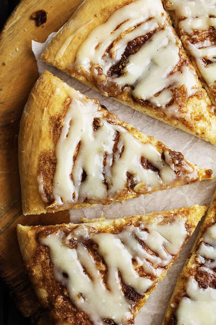 Cinnamon Roll Dessert  Cinnamon Roll Dessert Pizza