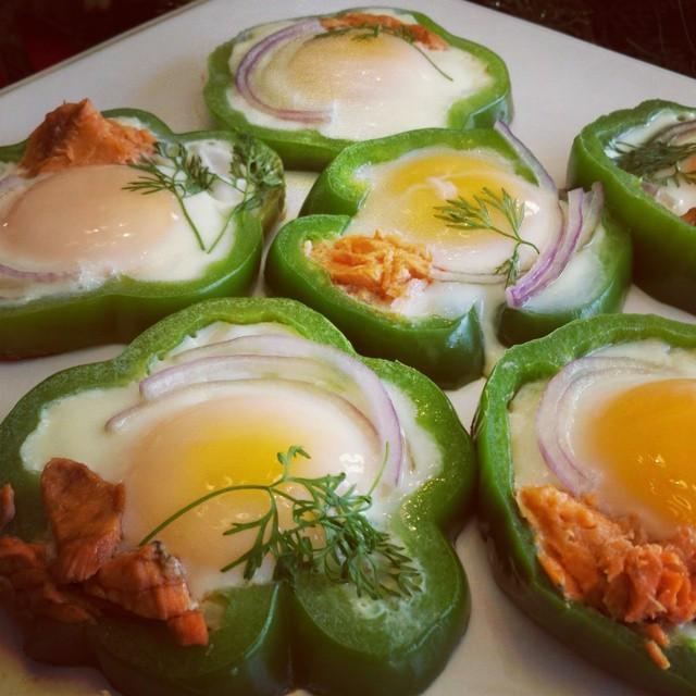 Clean Eating Breakfast Ideas  Eggs in Bell Pepper Rings Clean Eating Breakfast