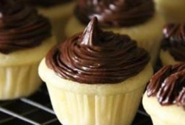 Coconut Oil Desserts  Superfood And Super Good – Vegan Cupcakes with Coconut Oil