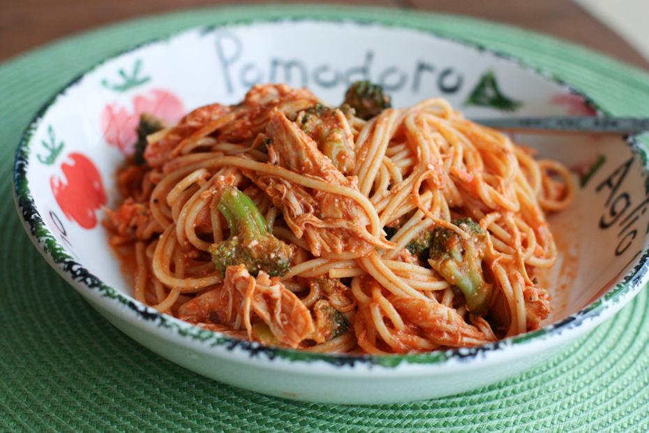 Crockpot Chicken Spaghetti  Creamy Crock Pot Chicken Spaghetti with Broccoli