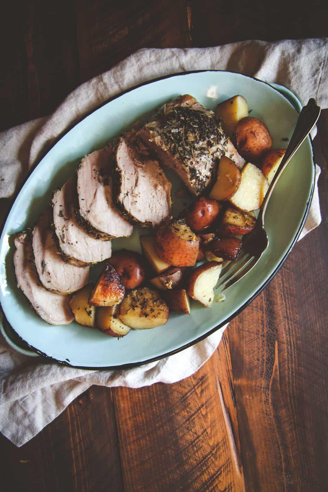 Crockpot Roasted Potatoes  5 Ingre nt Crock Pot Pork Roast and Potatoes Recipe