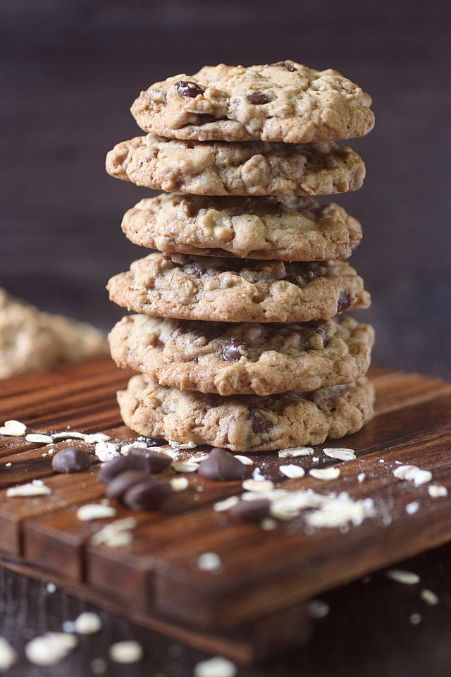 Crunchy Chocolate Chip Cookies  Crunchy Oatmeal Chocolate Chip Cookies