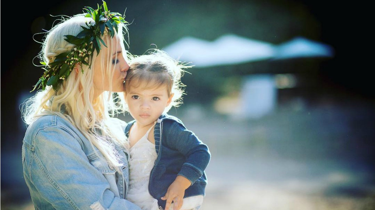 Daughter For Dessert Ch 8  Ashlee Simpson and Daughter Jagger Sweet Embrace in
