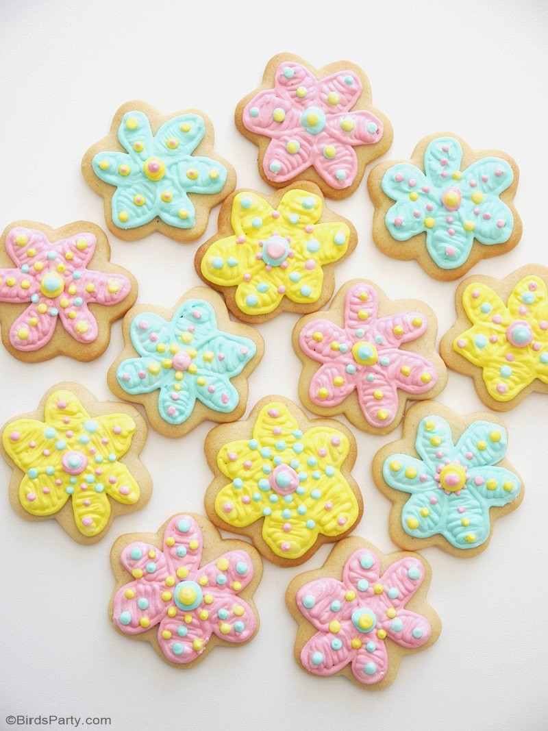 Decorated Sugar Cookies  How To Decorate Flower Cookies The Easy Way Party Ideas