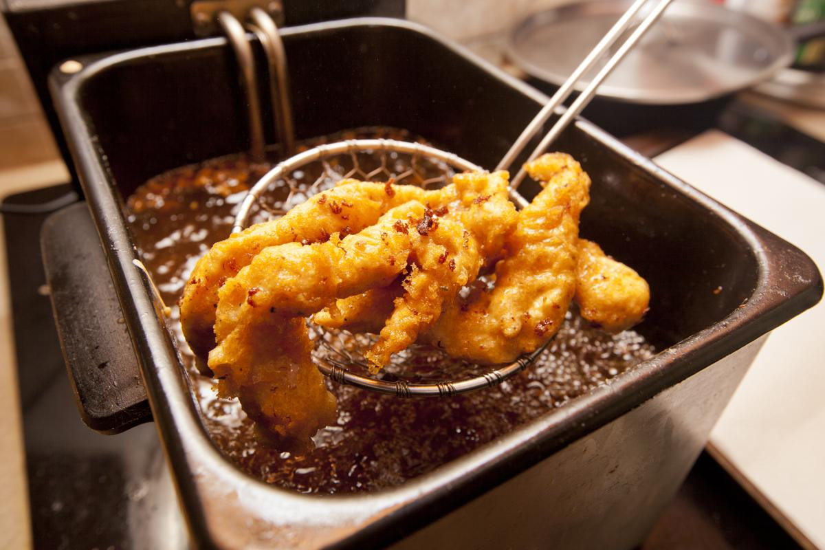 Deep Fried Chicken  Attention Foo s Here s How You Perfectly Deep Fry the