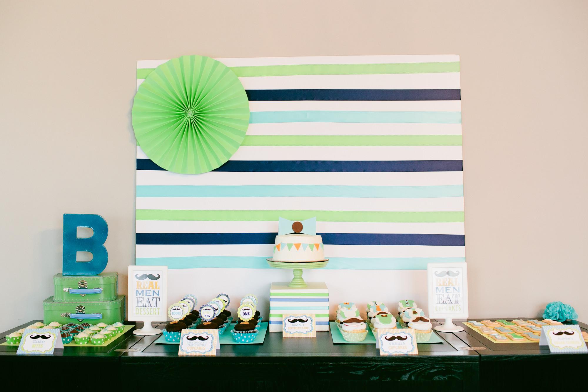 Dessert Table Backdrop  DIY Dessert table backdrop using ribbon