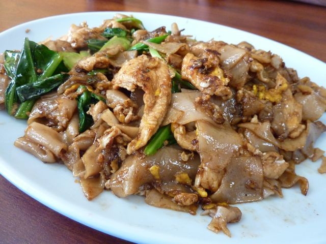 Drunken Noodles Vs Pad Thai  Pad See Ew Fight Sanamluang Vs Pa Ord