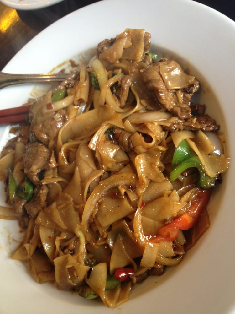 Drunken Noodles Vs Pad Thai  Drunken noodle with beef its like Pad see ew with a hint