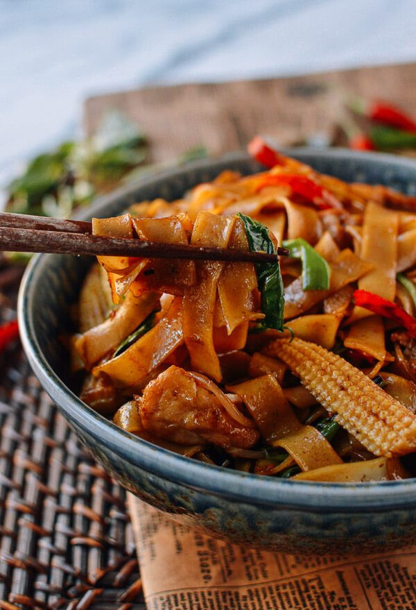 Drunken Noodles Vs Pad Thai  drunken chicken thai