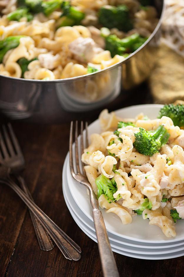Easy Chicken And Broccoli Recipes  easy chicken broccoli pasta casserole