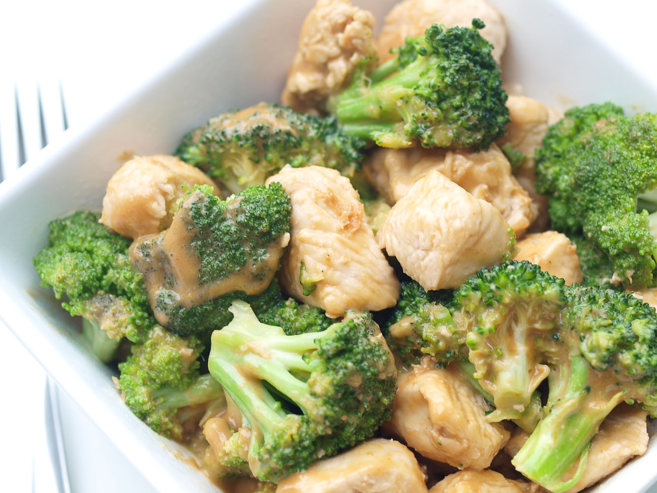 Easy Chicken And Broccoli Recipes  Easy Broccoli and Chicken with Peanut Sauce Happy