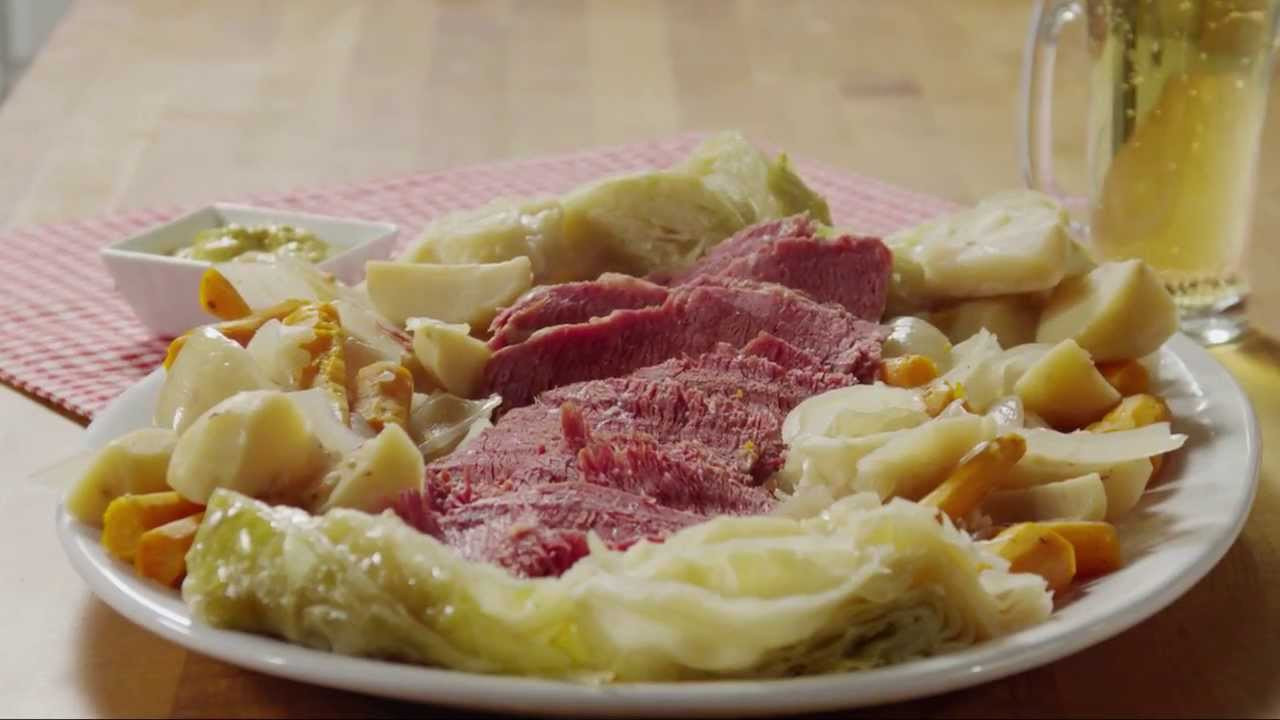 Easy Corned Beef And Cabbage  St Patrick s Day Recipes How to Make Slow Cooker Corned