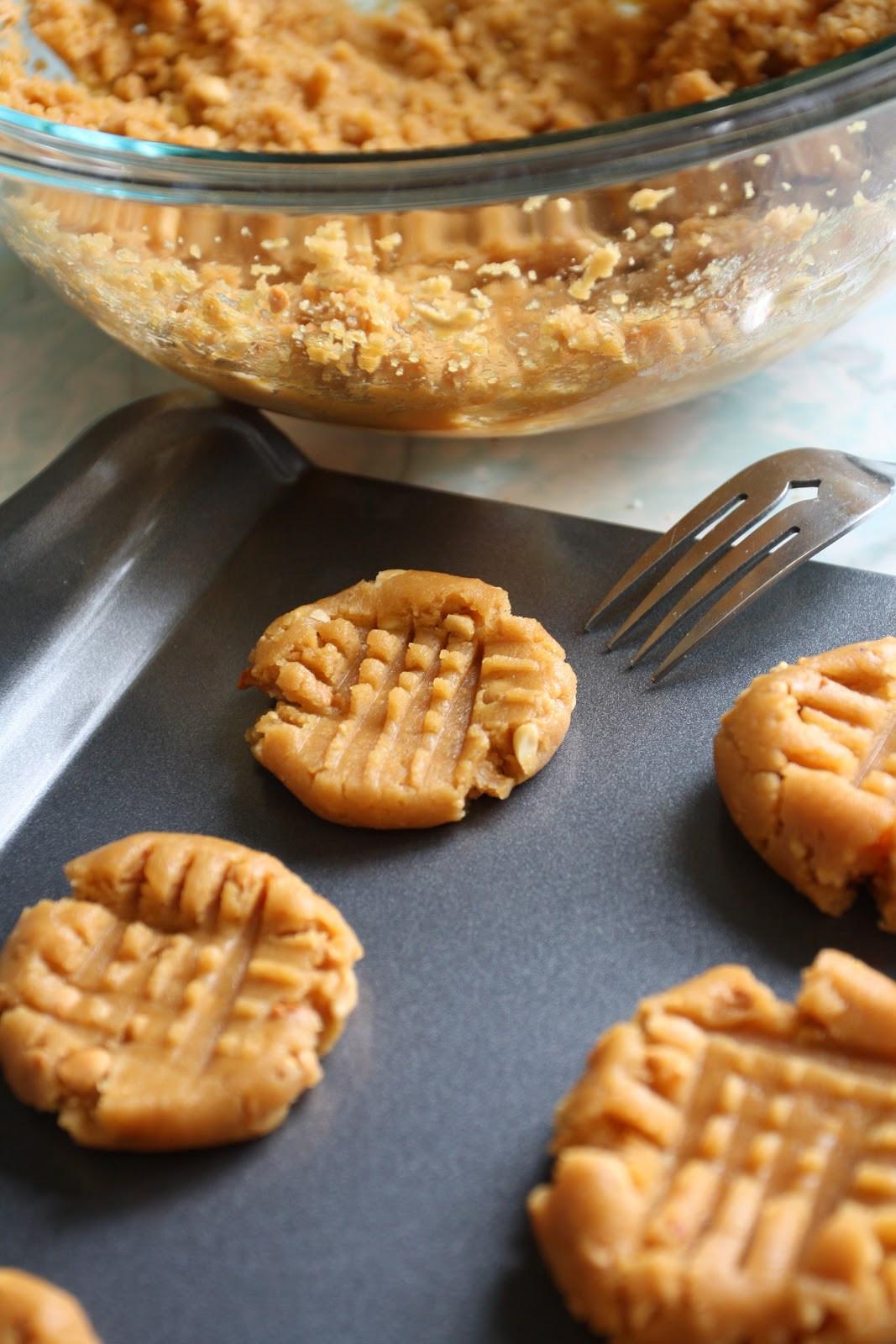 Easy Peanut Butter Cookies  Raising Baitys