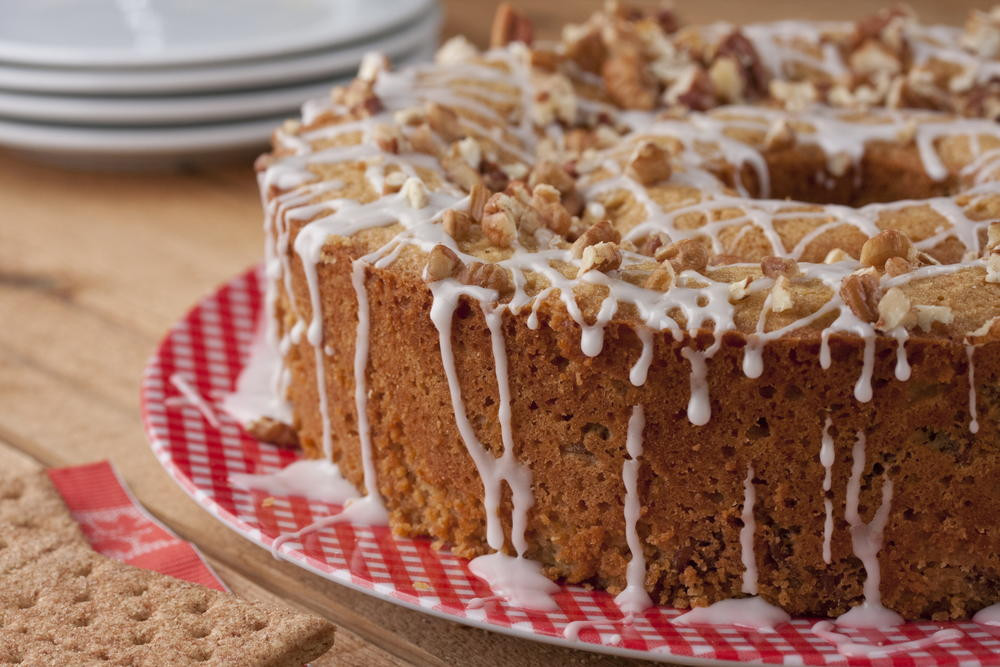 Easy Picnic Desserts  Nutty Graham Picnic Cake