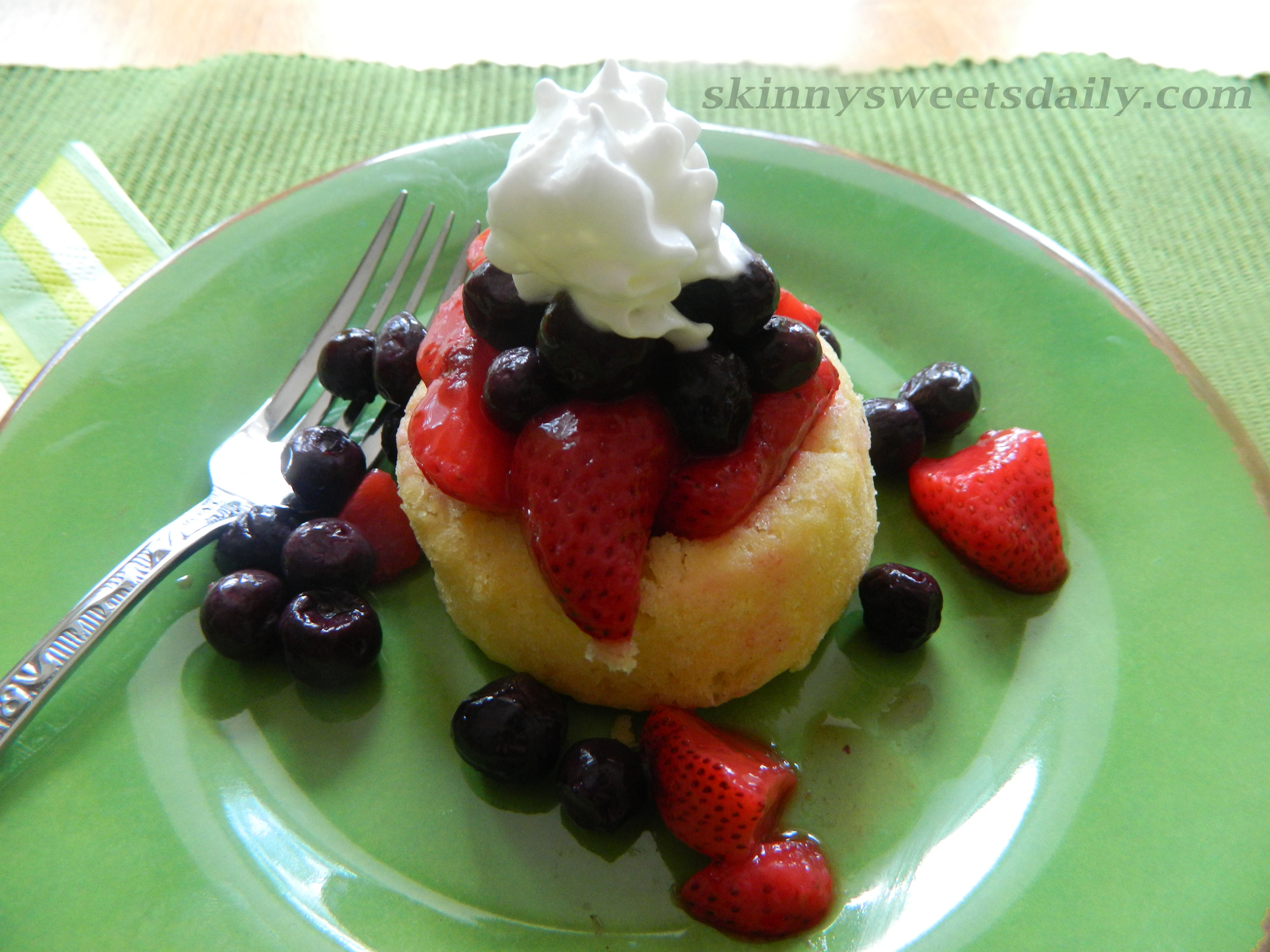 Fresh Fruit Desserts  Light And Refreshing Dessert Cake With Fresh Fruit