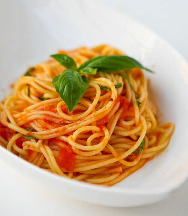 Fresh Spaghetti Sauce  Scarpetta s Spaghetti Recipe Fresh Tomato Sauce & Garlic