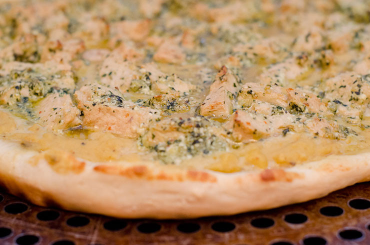 Garlic Sauce For Pizza  creamy garlic chicken pizza