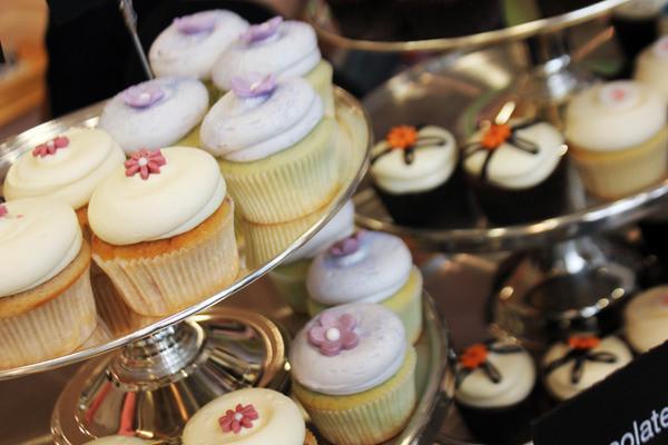Georgetown Cupcakes Boston  Geor own Cupcake Makes Its Boston Debut Chow Down