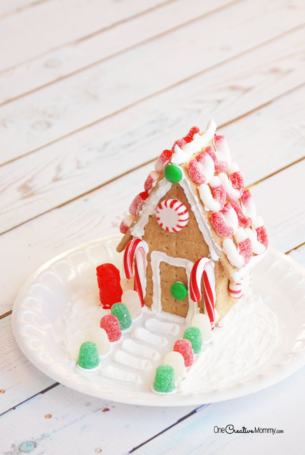 Gingerbread House With Graham Crackers  Easy Steps to Build a Gingerbread House with Graham