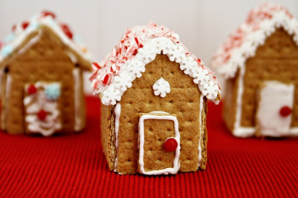 Gingerbread House With Graham Crackers  Graham Cracker Gingerbread Houses Think Crafts by