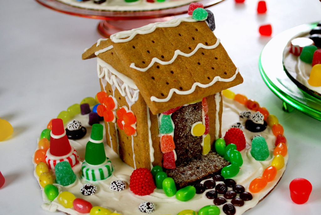 Gingerbread House With Graham Crackers  Graham Cracker Gingerbread Houses