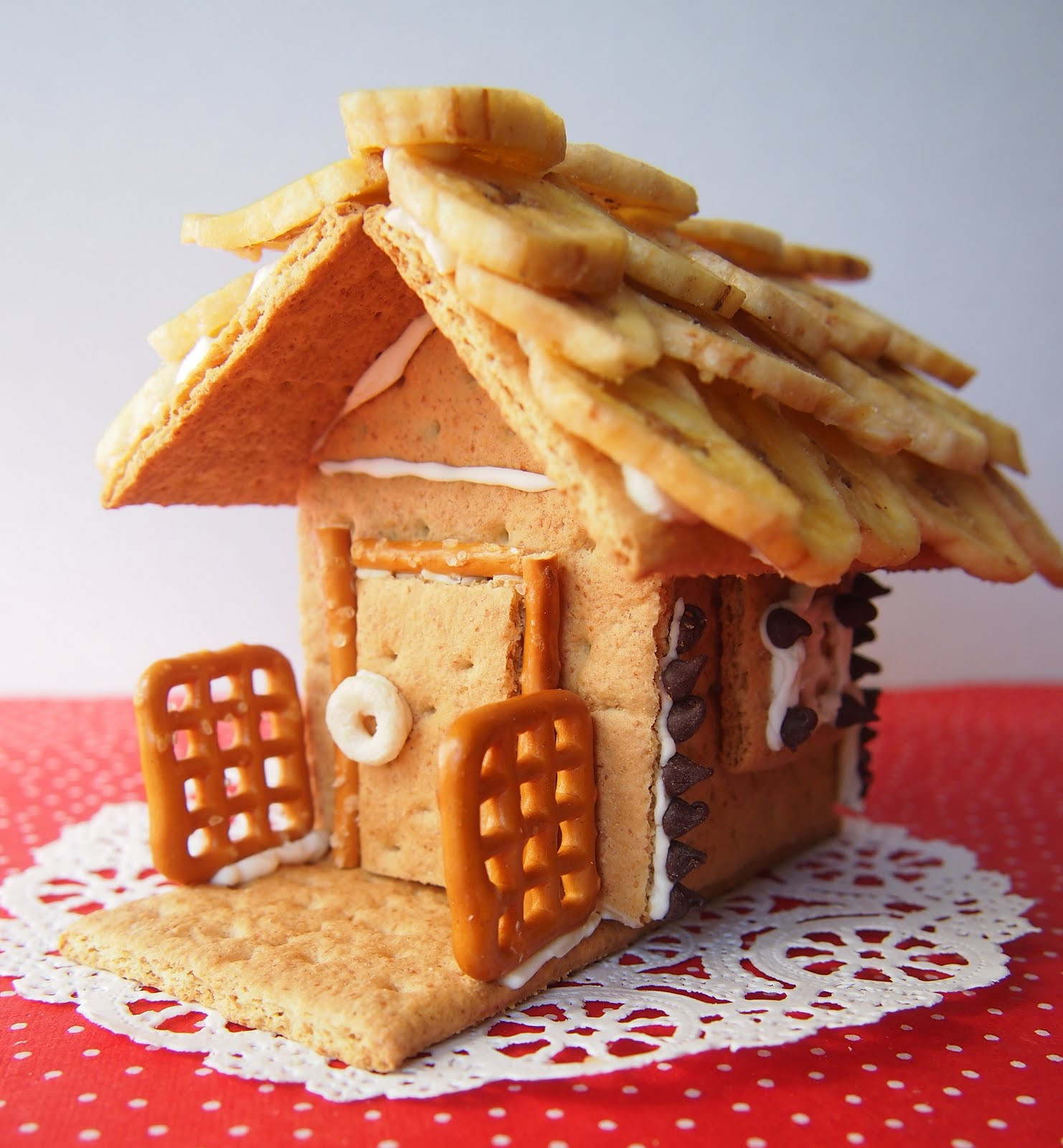 Gingerbread House With Graham Crackers  The Tiny Funnel Healthy Graham Cracker Gingerbread Style