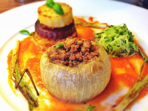 Gourmet Vegetarian Recipes  The Gourmet Vegan • BAKED ONIONS WITH TOFU MINCE STUFFING
