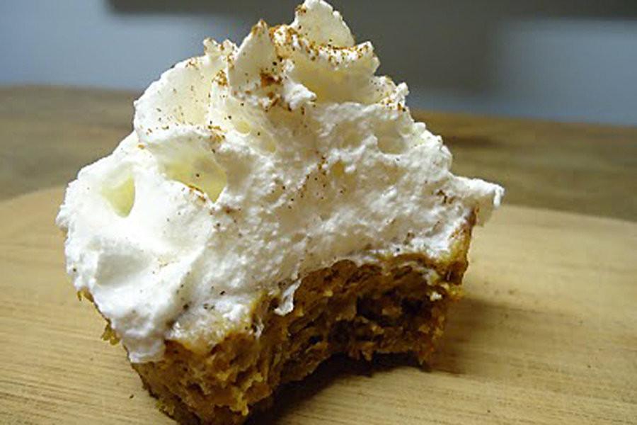 Graham Cracker Crust Pumpkin Pie  Mini pumpkin pies with gingerbread graham cracker crust